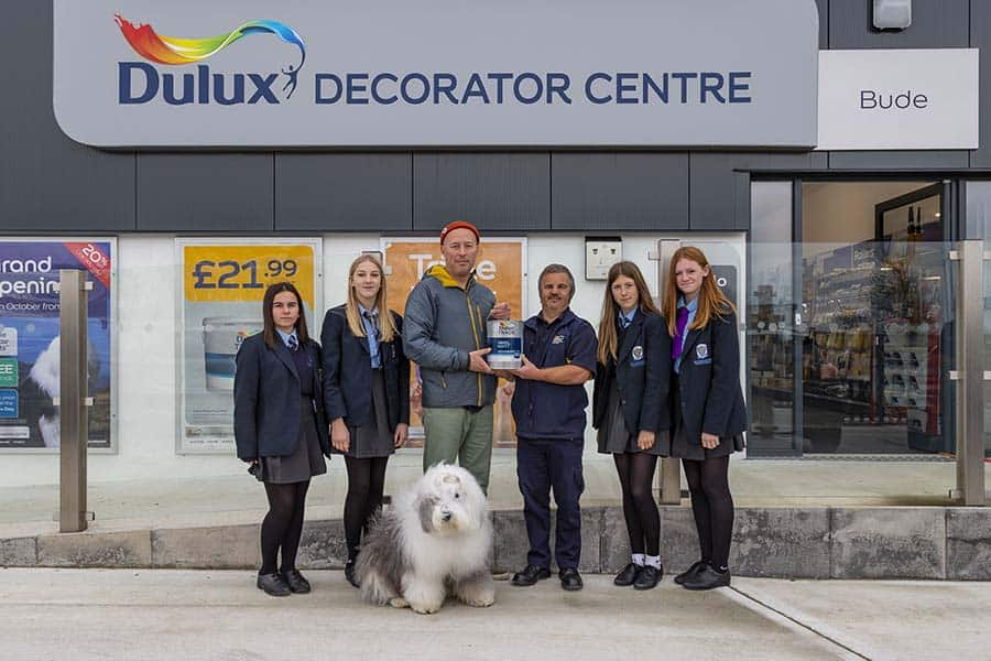 dulux-offers-a-helping-hand